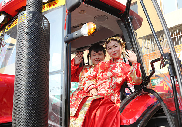 "With Wuzheng ""wedding car"", to a grand wedding"